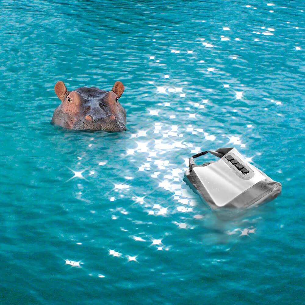 倍勁自有品牌「bagrun 防水背包」生產經溯溪測試,防水力超越防潑水
